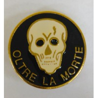 DISTINTIVO MILITARE OLTRE LA MORTE - METALLO SMALTATO - DIAMETRO 2,7 cm