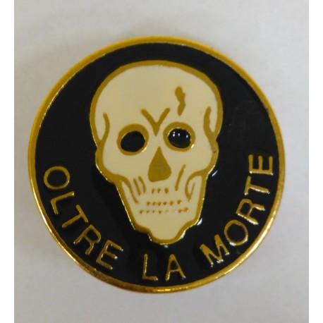 DISTINTIVO MILITARE OLTRE LA MORTE - METALLO SMALTATO - DIAMETRO 2,7 cm